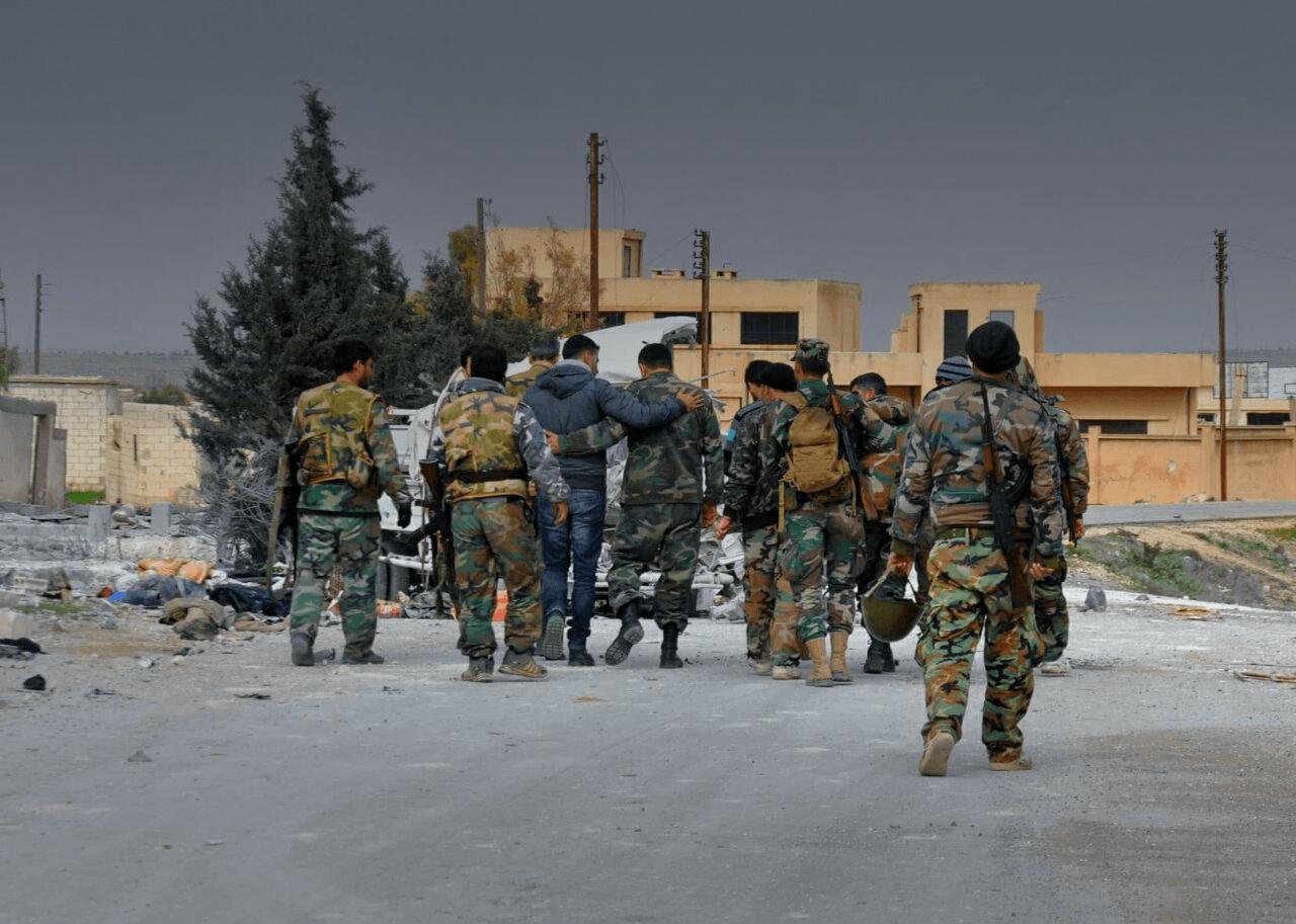 Un grupo de soldado vuelve del frente / Ali Salami