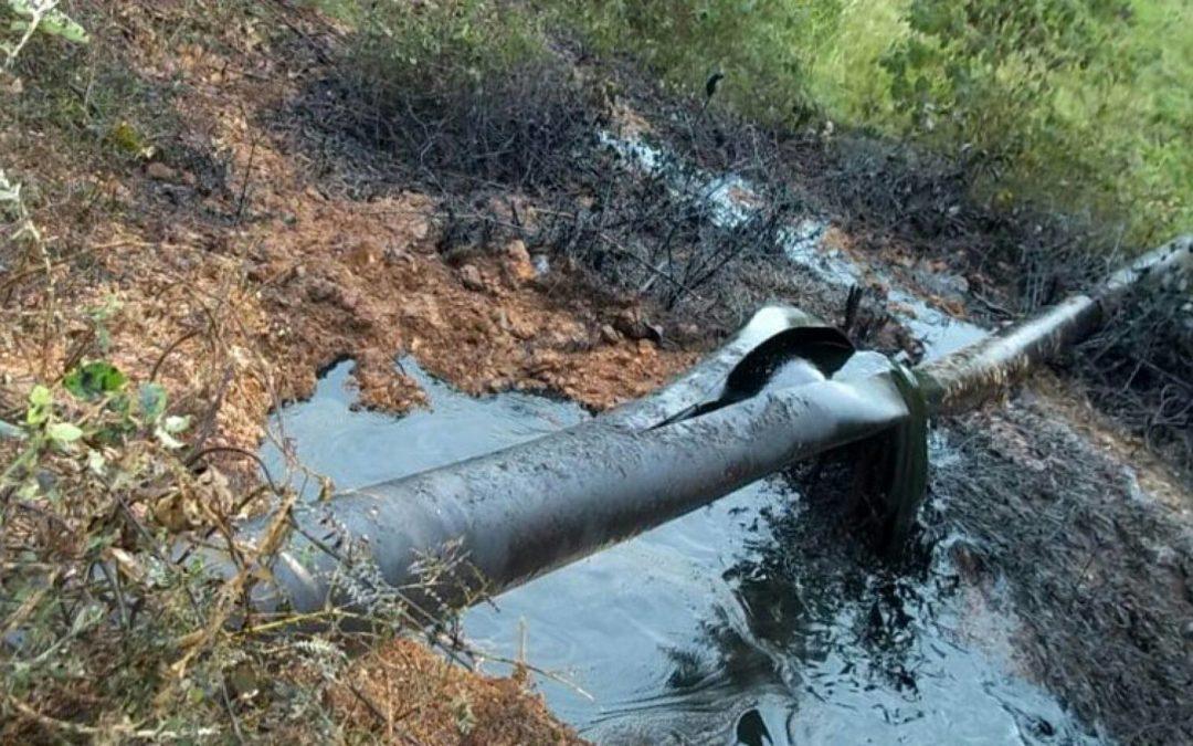 Guerrilleros atacan oleoducto en Colombia y generan daño ambiental