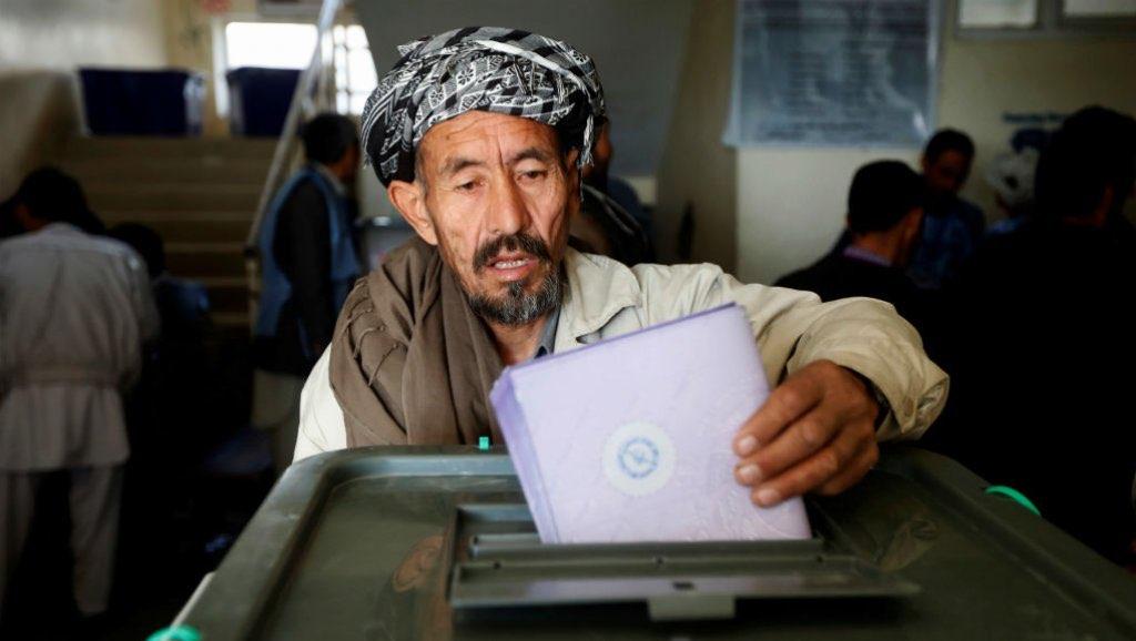 La Comisión Electoral de Afganistán anuncia los resultados de los comicios parlamentarios de Kabul.
